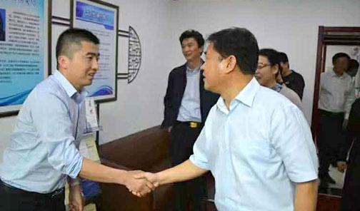 市政法委书记秦传斌接见逯见涛律师做最大